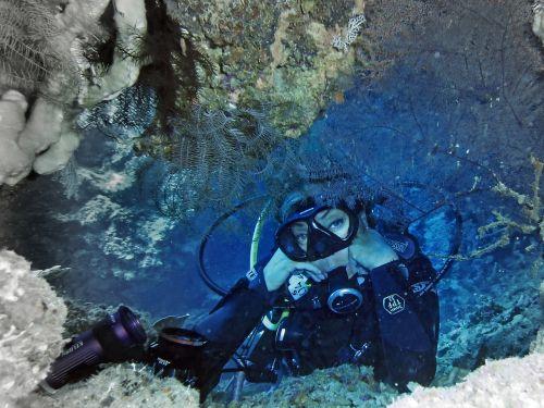 woman diver scuba diving
