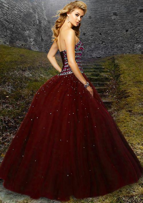 moteris,gražus,raudona suknele,šviesūs plaukai,vintage,suknelė,viduramžių,pilis,karališkasis,rutulys,suknelė,ilga suknelė,spindesys,žolė,raudona,deimantai,korsetas