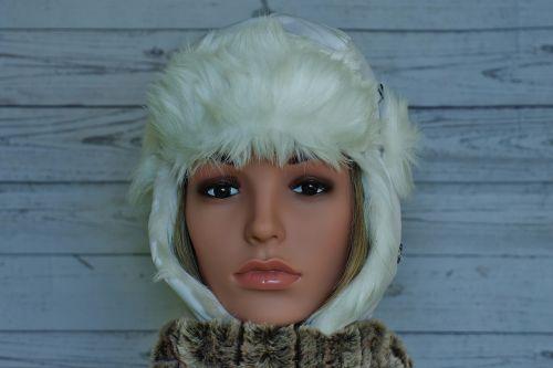 woman cap winter