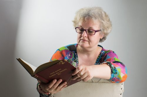 woman  portrait  specs