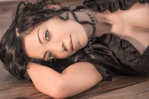 woman  portrait  lay down