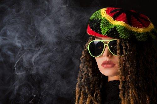 woman  smoke pot  smoking