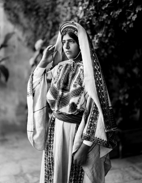 woman costume traditionally