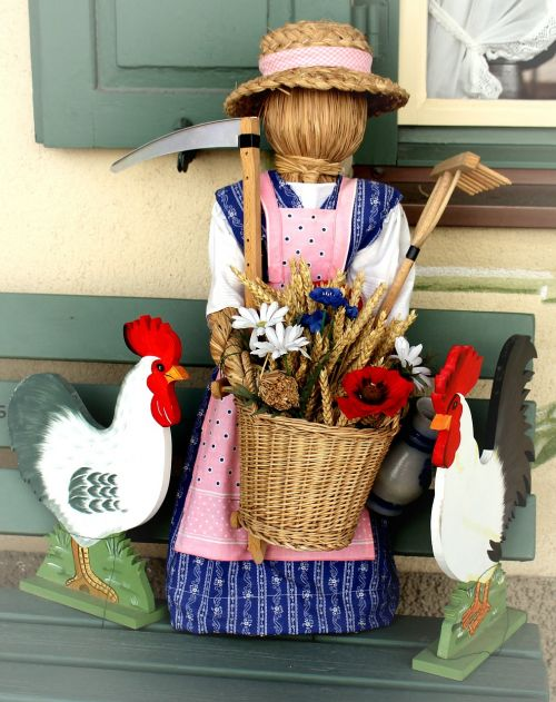 woman of straw deco folklore