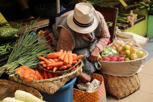 women indigenous market