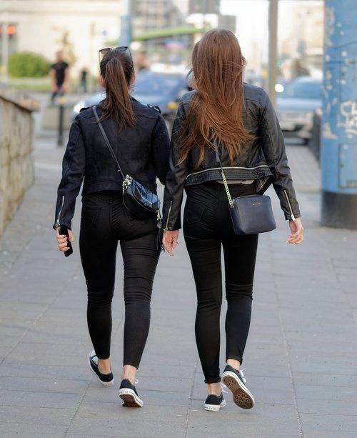 women  young  girls