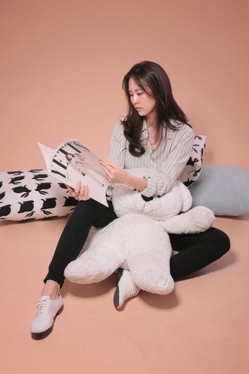 women's model cushion