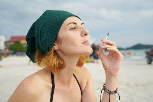 women's cigarette harmful