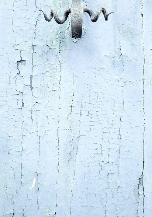 mediena,mediena,tekstūra,fonas,modelis,ciyan,šviesiai mėlynas,aqua,balta,pilka,krekingo,subraižyti,ištemptas,durų rankena,metalas,senoji rankena,metalinė rankena,kalvotas geležis,juoda,nėra žmonių,diena,2016,lauke,tuščia,lauke