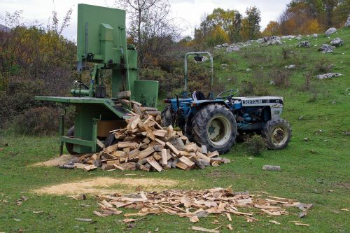 wood logs of wood tractor