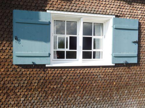 wood shingle facade