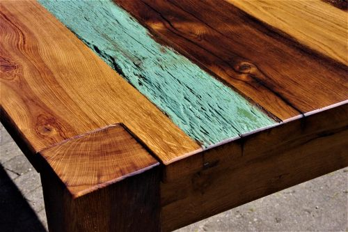 wood table annual rings