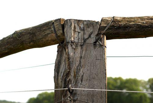 wood pillar fencing