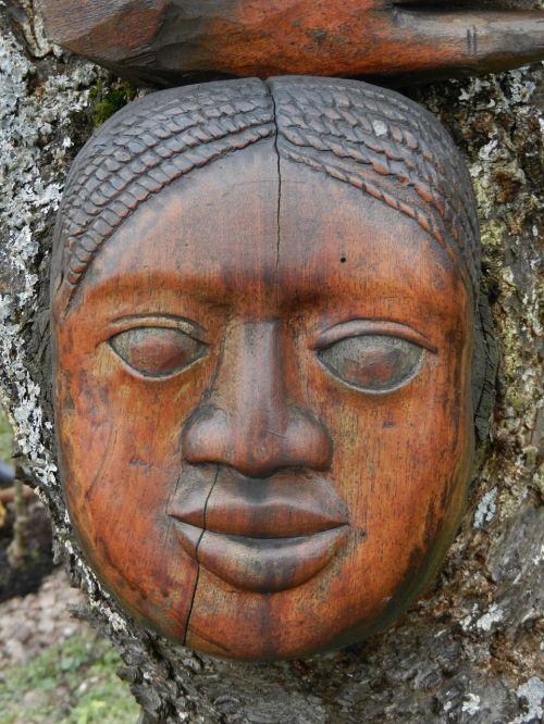 wood carving portrait afrikanerin