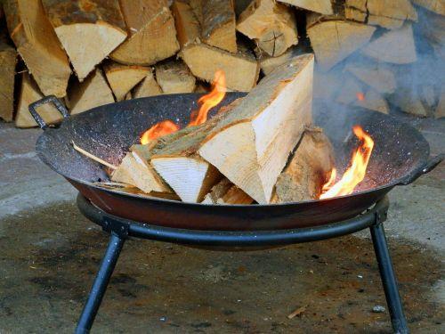 medžio ugnis,Ugnis,Grilis,liepsna,deginti,šiluma,angelai,žėrintis,orkaitės ugnis,medienos deginimo krosnis,laužavietė,židinys,prekinis ženklas,karštas,radijas,ugnis liepsna,Iš arti