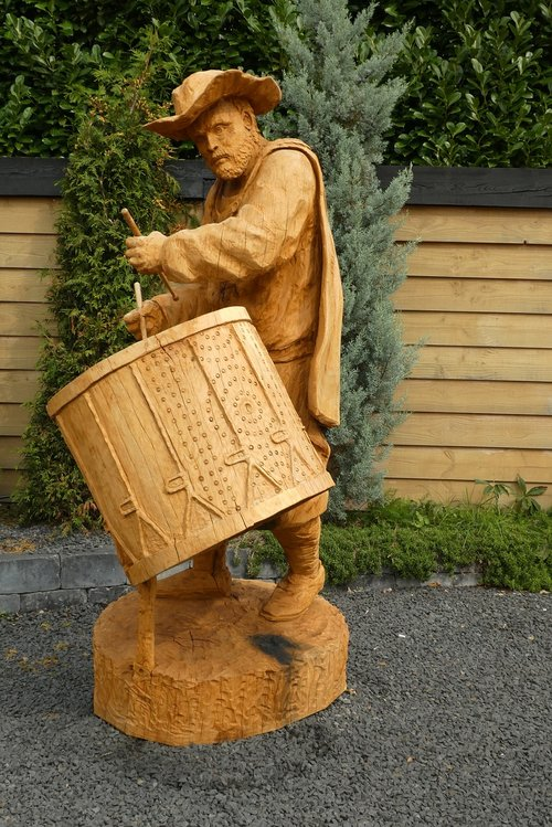 woodcarving  character  the night watch by rembrandt