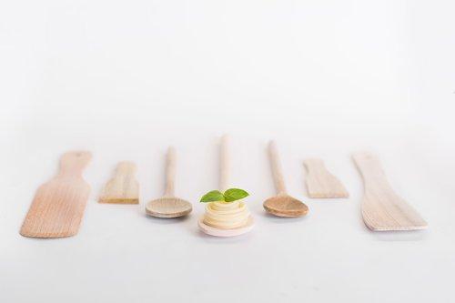 wooden spoon  pasta  background