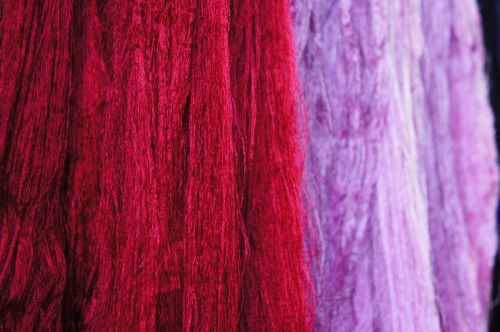 wool threads red