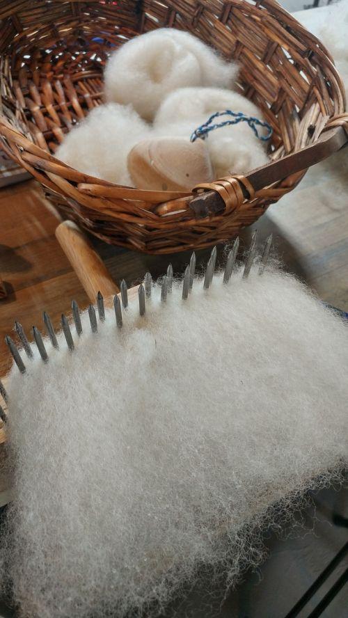 wool fiber spinning