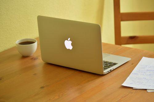 darbas,kava,popieriai,raudonasis rašiklis,raudona,rašiklis,Anglų,pataisymai,taisymas,kompiuteris,nešiojamas kompiuteris,stalas,taurė,namų biure,šiuolaikiška,kavos puodelis,puodelis kavos,namai,mokytojas,persvarstymas,redagavimas,klaidos,klaidos,gramatika,esė,Toefl,ielts