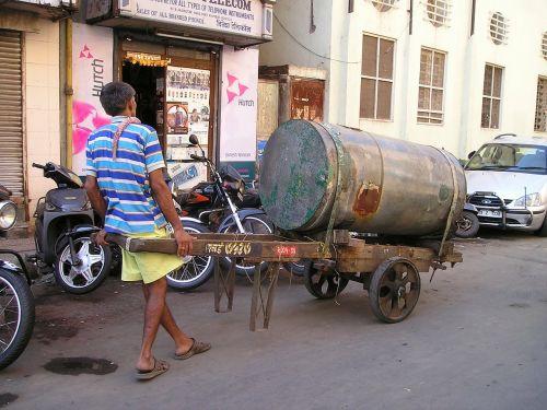 darbas,sunku,transportas,Indija,Mumbajus,bombėjaus