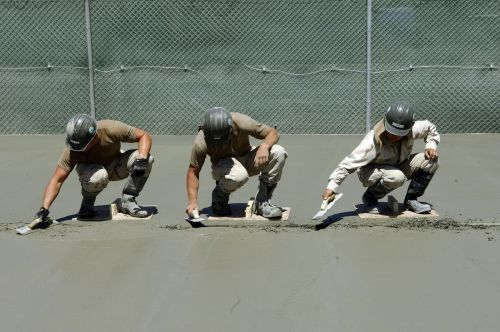 workers cement concrete
