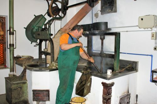 working oil mill manufacturing hand labor