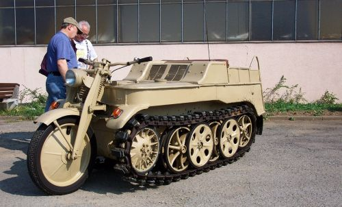 world war 2 tracked vehicle unique