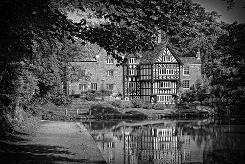 worsley  packet  house