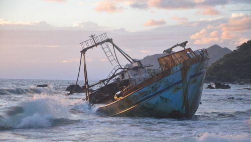 wreck ship broken
