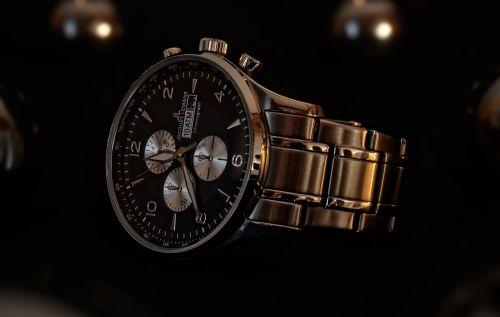 wrist watch clock time indicating