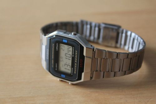 wristwatch digital quartz