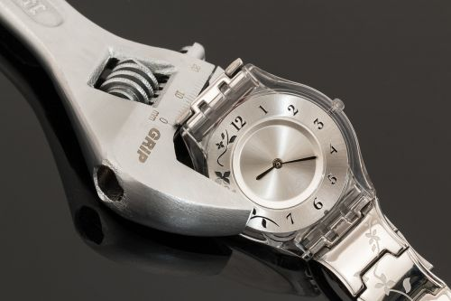 wristwatch shifting spanner time management