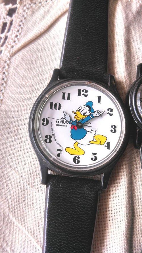 wristwatch donald duck design