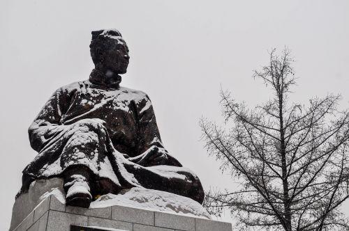 writer poet statue