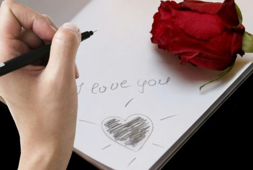 writing message i love you