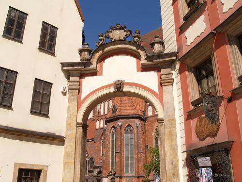 wrocław monument gateway