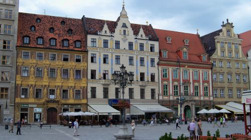 wroclaw piazza buildings