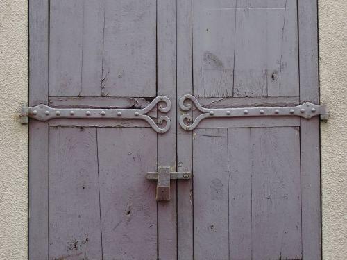 wrought iron old door hinge door heart