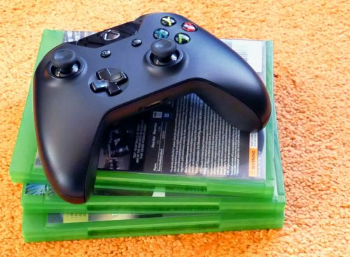 Xbox One Controller & Games
