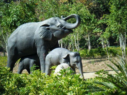 xishuangbanna elephants sculpture