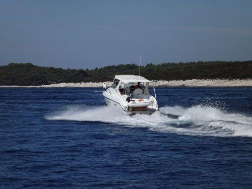 yacht wake onda