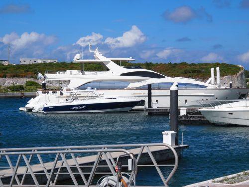 yacht beach bahamas