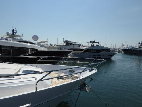 yachts motor yachts motorboats