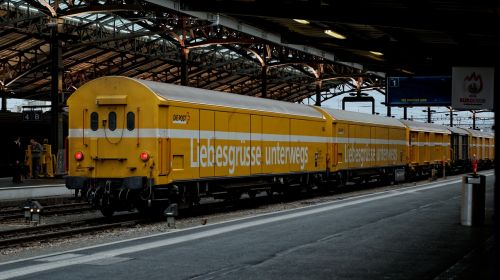 yellow post wagon