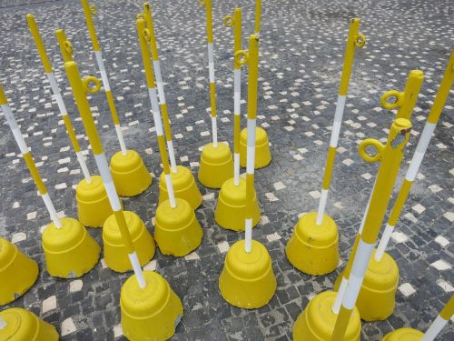 yellow barrier riser