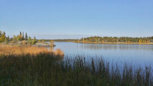 yellowknife canada lake