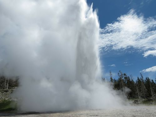 yellowstone thermal feature hot pool