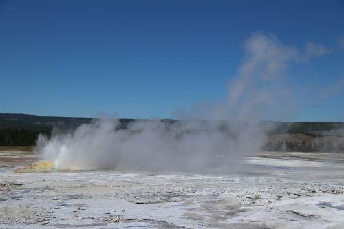 geltonas akmuo, geizeris, karštas, vanduo, nacionalinis, parkas, garai, siera, virti, debesis, kraštovaizdis, purvas, burbulas, išsiveržti, gelsvo akmeninio geizeris