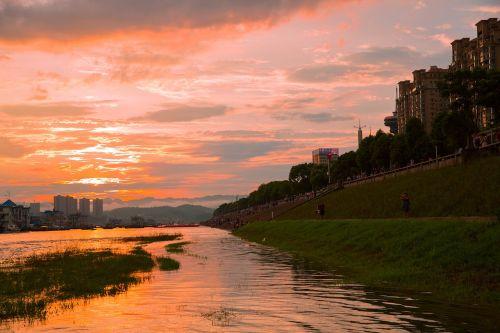 yichang riverside park sunset